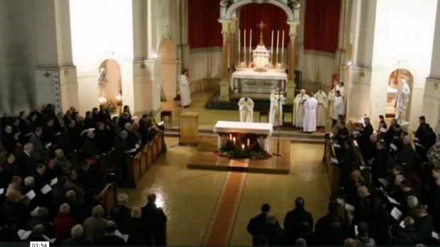 Evêque rassemble le clergé