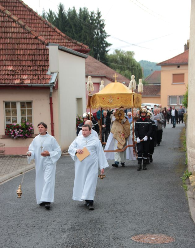 biberkirch-procession-st-sacrement-2.