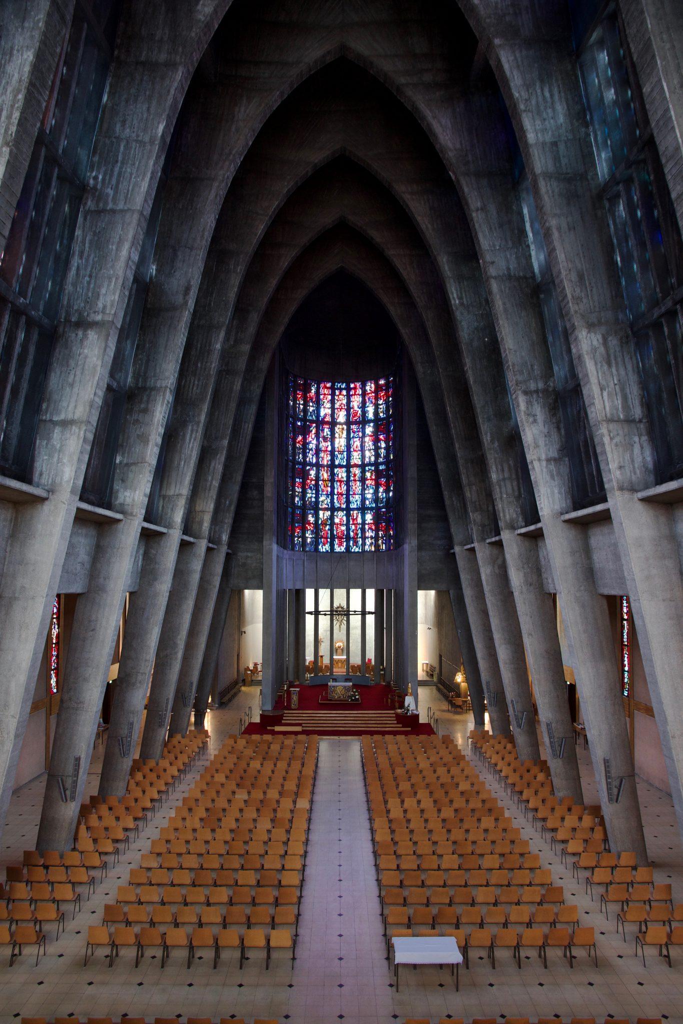 Vue de la nef de Sainte Thérèse, vers le chœur
